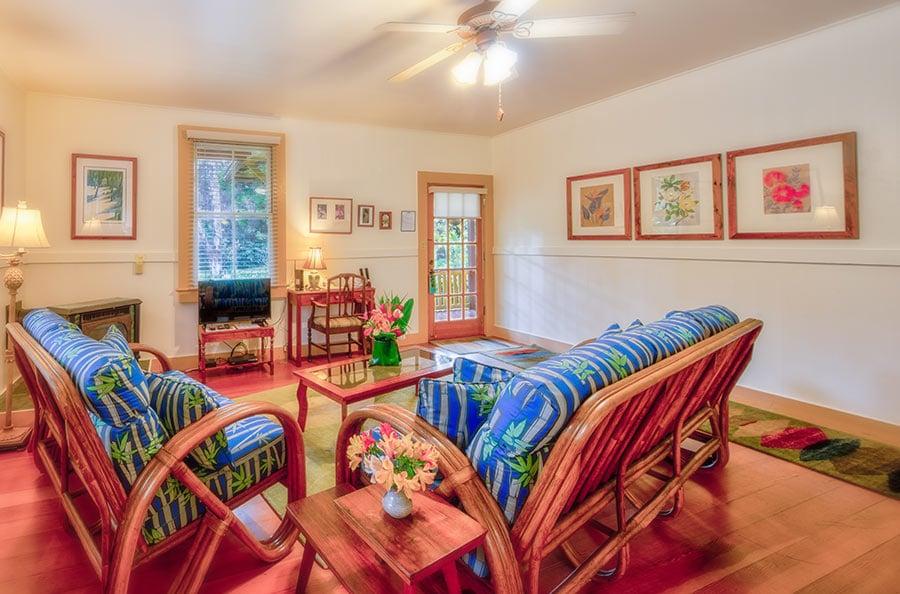 Tutu's Place living room